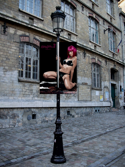 woman-on-pole-pink-wiglwres